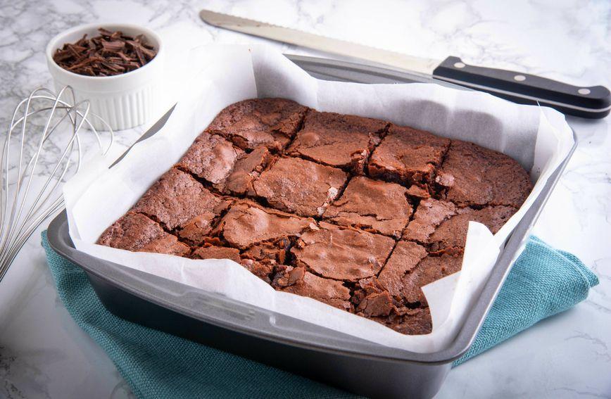 61825823-cokoladni-brownie-brownie-desert-kolac