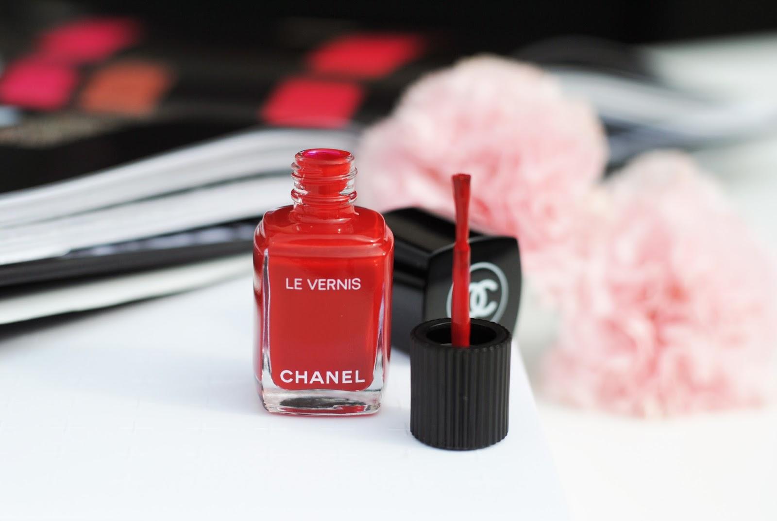 Как выбрать оттенок лака для ногтей в коллекции Chanel?
