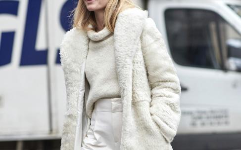 Как носить белые вещи зимой?