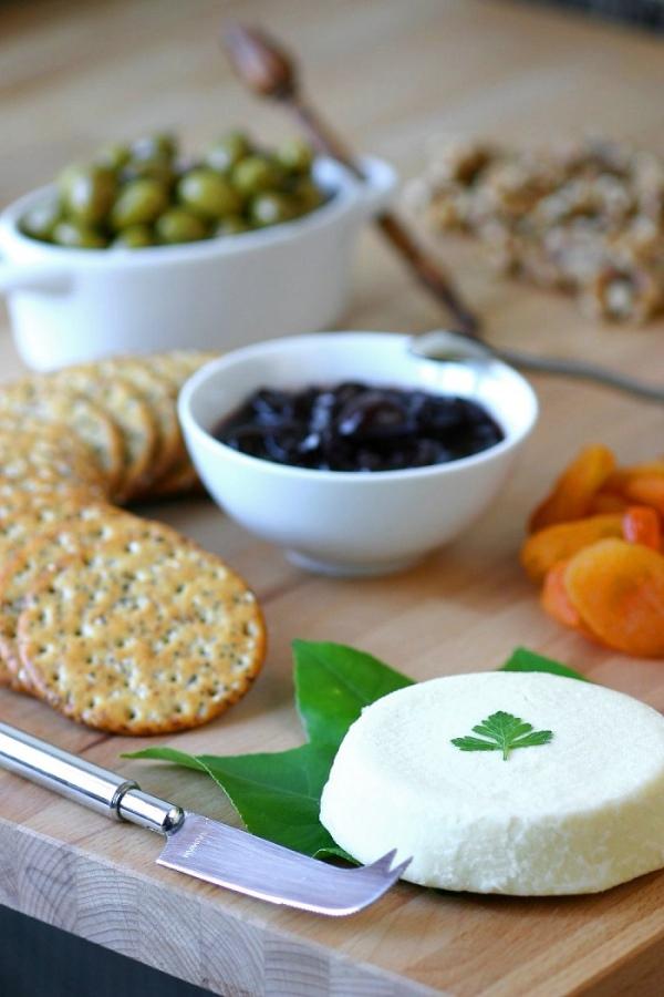 basic-almond-cheese-4-new