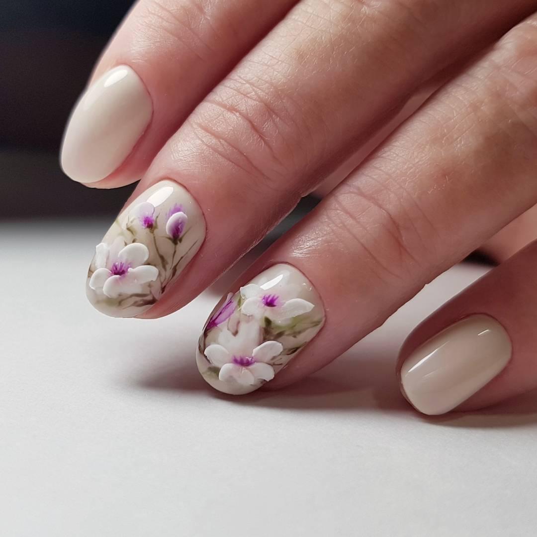 Цветочный весенний маникюр