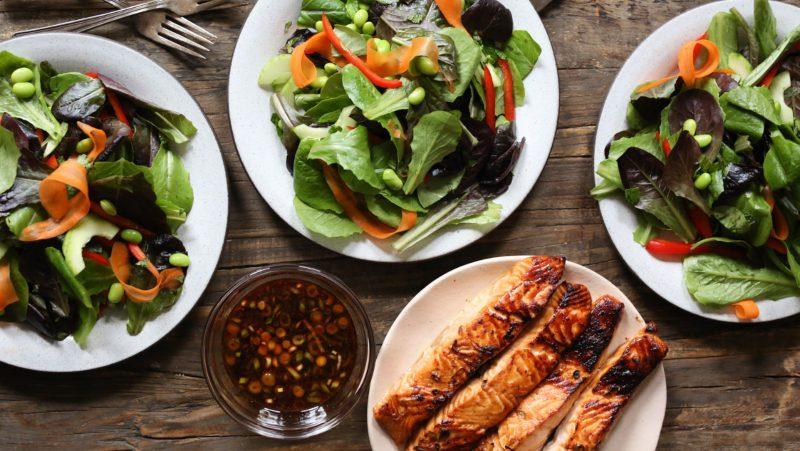 Почему сегодня вечером вам стоит попробовать салат с лососем?