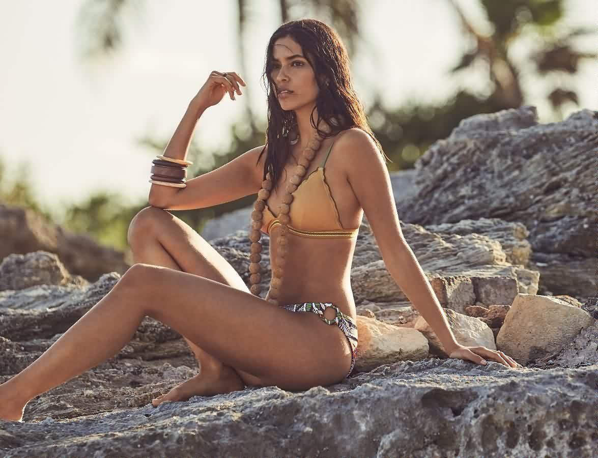 Не только на пляж: как носить купальник в городе?