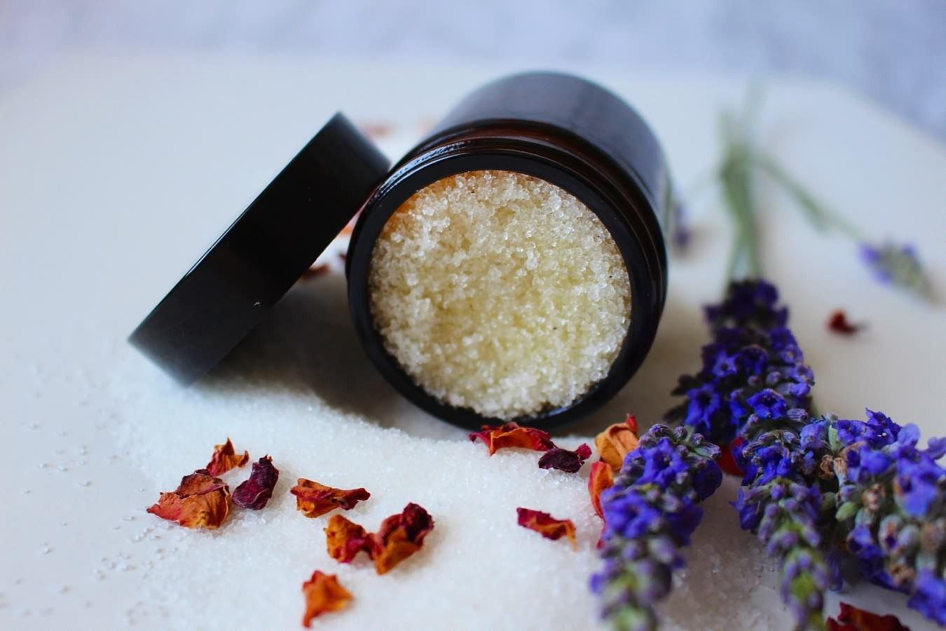 natural-cosmetics-5475877_1920