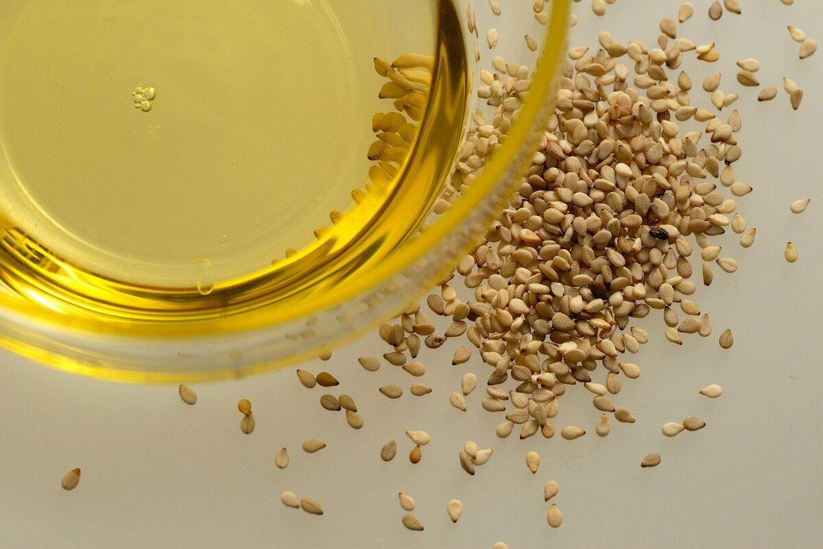 Кунжутное масло: польза для кожи