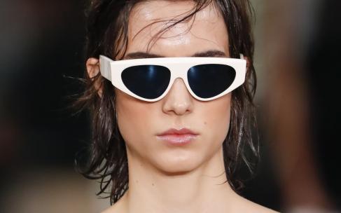 Мокрый эффект на волосах: делаем модную укладку