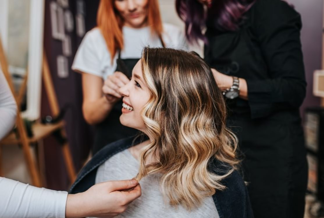 Почему девушки меняют цвет волос?