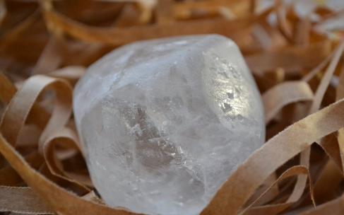 Для чего нужен квасцовый камень и как его использовать?